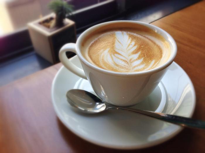 こだわりの無農薬沖縄茶葉で淹れた紅茶や、京都の「unir(ウニール)」で焙煎された高品質な豆を使ったコーヒー。季節のドリンクにも素材をこだわり、スペシャルな一杯を楽しめます。