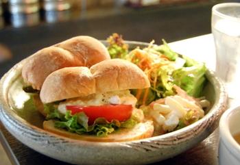 軽食にぴったりなサンドイッチも人気メニューのひとつ。
