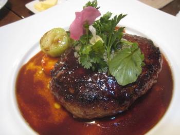 ランチでもいただける、飛騨牛100%のこだわりハンバーグは是非一度味わいたい一品。