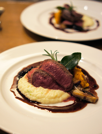 ディナーメニューもとても充実しています。ブレックス 赤ワインで煮込んだ牛のラグーは絶品です。