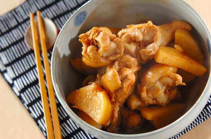 にんにくだけでなく鶏肉も長芋も、免疫力をアップさせてくれる食材。ぽん酢でさっぱりと煮たおかずは、ご飯がすすみそうですね!