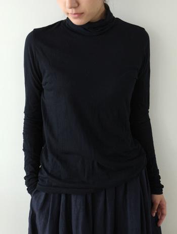 ■カットソー アロルド/ノアール カシミヤ混で肌触りなめらか。袖をくしゅくしゅとして着るのが可愛い! ワンピースやセーターに重ね着するのはもちろん、細身のシルエットなので一枚で着ても様になります。