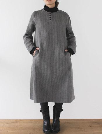 ■ワンピース センヤ/ノアールシャンプレー(ストライプ) シンプルなAラインが可愛らしいウールリネンワンピース。 一枚で着るのはもちろん、パンツを合わせたり、差し色にタートルネックを重ね着したりと、様々な印象を楽しめます。