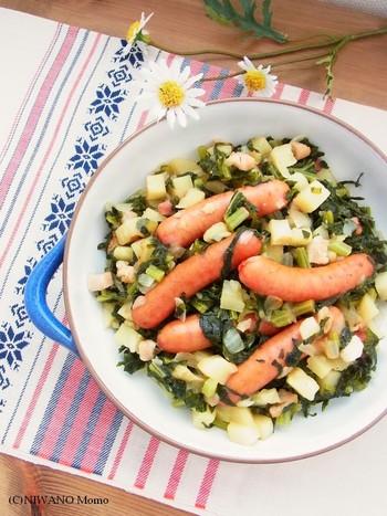 こちらは大根の葉を使ったドイツ料理のアレンジレシピ。食べ盛りのお子さんがいるお家や大人数でのパーティーや食事のときにおすすめです。大根の葉もボリュームがあるジャガイモとソーセージと組み合わせれば食べごたえがでます。