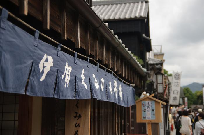 伊勢路の代表的な建築物が移築・再現された通りは、昔ながらの趣を残していて歩いているだけでも楽しめます。