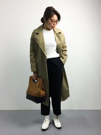 大きめシルエットのコートがかっこいいコーディネート。カラーに統一感を出してより魅力的に見せたいですね。