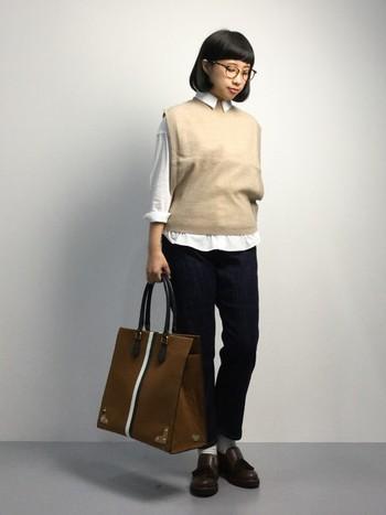 パンツにもスカートにも合うタッセルローファー。トラッドな印象を強めてくれるので、よりきちんとした印象に。