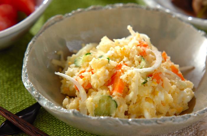 あと一品欲しいなというときに重宝する定番のポテトサラダ。定番のポテトサラダには、なんとなくほっとさせる美味しさがありますね。
