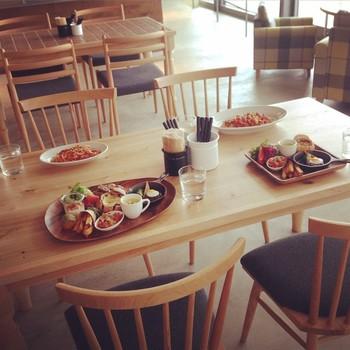 「100本のスプーン」では、家族で安心しておいしい食事をともに味わえる快適な空間を演出してくれます。