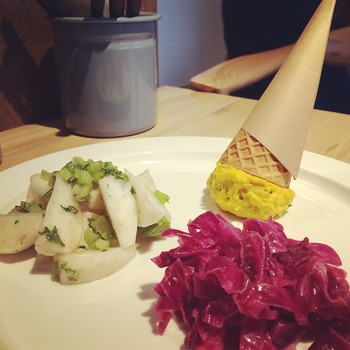 「本日のデリ」 一見スイーツのようにも見えるこちらは、野菜を中心とした洋風のお惣菜の盛り合わせです。日替わりで6~8種類楽しめるそうです。