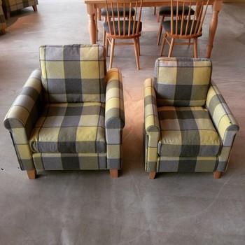 大人用のソファと子ども用のソファ♡親子で座るとなんだかほほえましいですね。