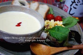 豆乳と落花生を使った和風のスープ。優しい味わいです。