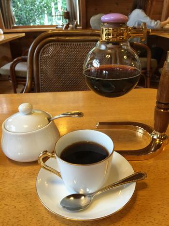 こちらのカフェは、「2006年バリスタサイフォンチャンピオンがいる」ということが、何といっても一番の特徴!本格的なコーヒーを味わいたい方はどうぞ!