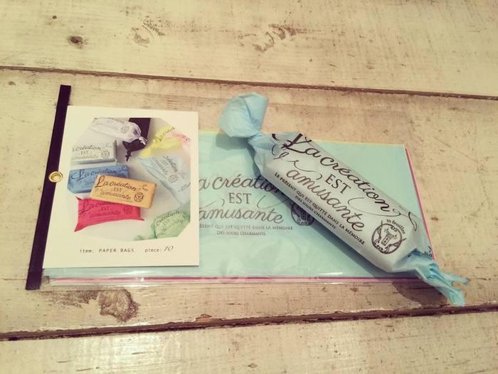 こちらはオシャレな包装紙。ちょっとしたプレゼントに使えるアイテムも揃っています。まるで外国のお土産のようですね。
