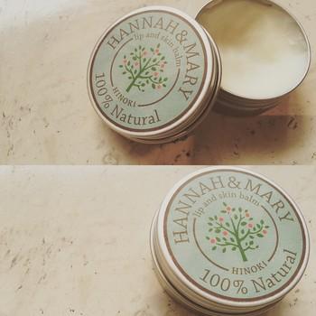 ヒノキの香りがすがすがしいバーム。上質な長崎五島の椿油と、芳香性に富む奈良の天然ヒノキ精油を使用していて、自然素材100パーセント。信頼できるこだわりの製品を置いています。