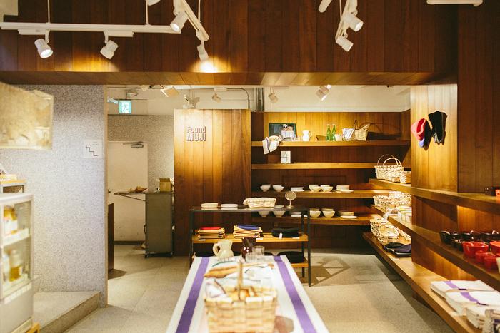 店舗1階の様子。その時期のテーマに合わせてディスプレイが変更されるため、訪れるたびに新鮮な驚きを感じられます