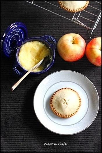 旬の果物ということもあり、最近話題の「りんごバター」を手作りしたり、りんごバターを使ったお菓子作りを楽しんだりする方も増えているそう♪
