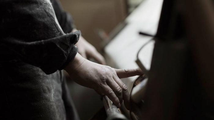 撚られた糸は細かな調整を経て1枚の帆布に織られ、「PRAS」オリジナルの帆布として使われます。