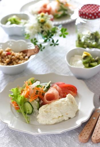 THE!卵白レシピがこちら。「ホワイトオムレツ」です。泡だて器を使うとふんわり優しーい食感になりますよ。