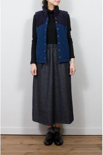 ボリューミーなシルエットがトレンドの今年、コートやパンツ、スカートなどのロング丈アイテムが人気となっています。特にロングスカートはすらっとした縦長シルエットを作れるので、着膨れしがちな秋冬コーデをすっきりと見せてくれる嬉しいアイテムです。でもどうせなら定番コーデもいいけど色んな着こなしを楽しみたいですよね。そこで次からは、秋冬らしい落ち着きカラーを使った、オススメロングスカートコーデをご紹介していきます。1枚持っておけば色んな着回しコーデが楽しめるのでぜひ参考にしてみてくださいね。