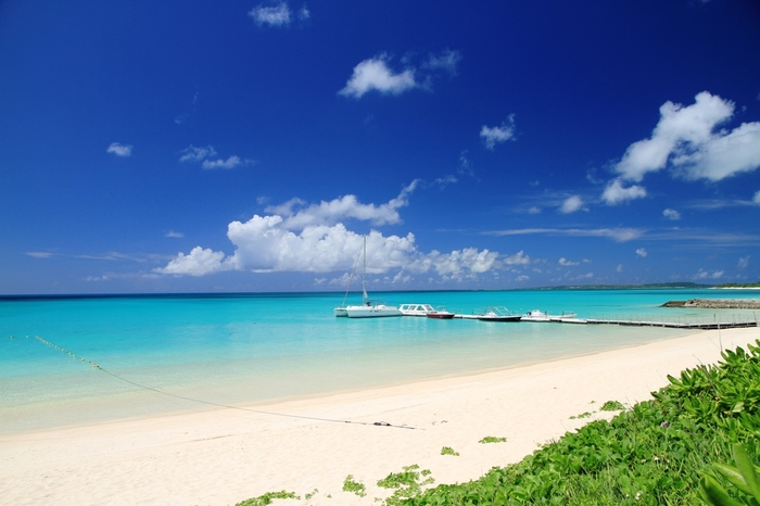 宮古ブルーの海ときめ細やかな白い砂浜が、東洋一美しいともいわれる浜辺です。訪れればきっと忘れられない思い出に。