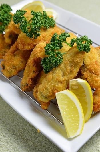 牡蠣の王道レシピといえば、「カキフライ」ですね。おつまみにも夕食のおかずにも、家族みんなが喜ぶ一品です。