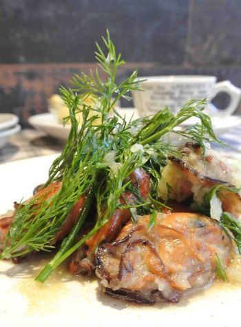 フライパンなどでも手軽に燻製がつくれるレシピです。いつもとちょっと違う、本格的なオシャレおつまみになりますよ。