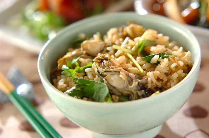 旬の季節に一度は食べたい「炊き込みご飯」。炊き込みご飯とお味噌汁だけでも、幸せな気分になれそうですね~。