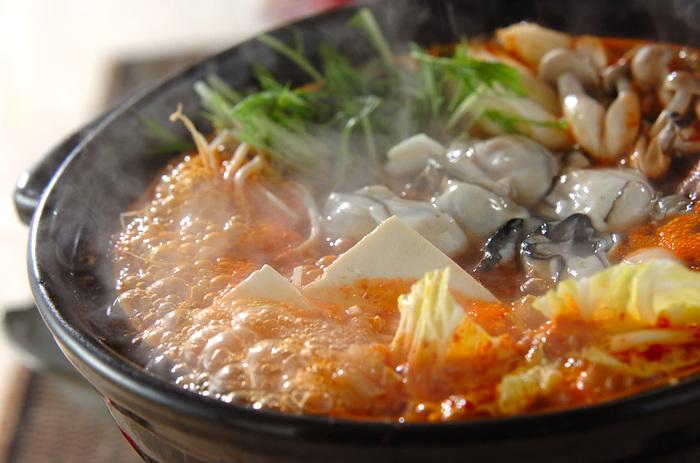 定番のキムチ鍋とも相性抜群!牡蠣のうまみがしっかりと出たスープで、シメは雑炊やラーメンがおすすめ。