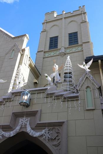 旧ユニオン教会の礼拝堂を改装した神戸でも有名な老舗ベーカリーカフェ「フロインドリーブ」は、1999年に国有形文化財に登録され、開店しました。