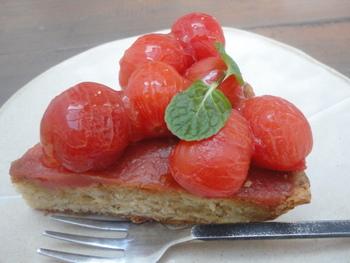デザートは、トマトのタルトやかぼちゃロール、ごぼうショコラなど、旬な季節野菜を使ったオリジナルケーキが揃えられています。ナチュラルで、健康的で美味しい時間を楽しむことができます。