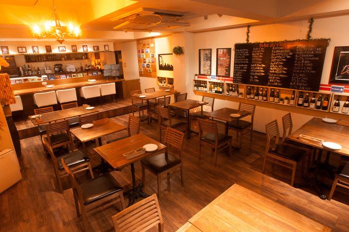 練馬区は東京の4割の野菜を作っているのだとか。その練馬の野菜を地産地消でおいしく新鮮にいただける「練馬野菜×ビストロ」をコンセプトにしたおしゃれなビストロ。素敵な店内で味わえる料理は新鮮でシズル感あふれる料理が並びます。