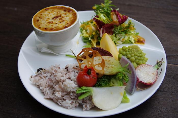 練馬野菜をふんだんに使った欧州カレー。店から15分という近い農園から仕入れている野菜は新鮮そのもの。他にその特性を生かしてスムージーランチという聞きなれないものも提供しています。練馬の味覚を存分にストレートに味わえるお店です。