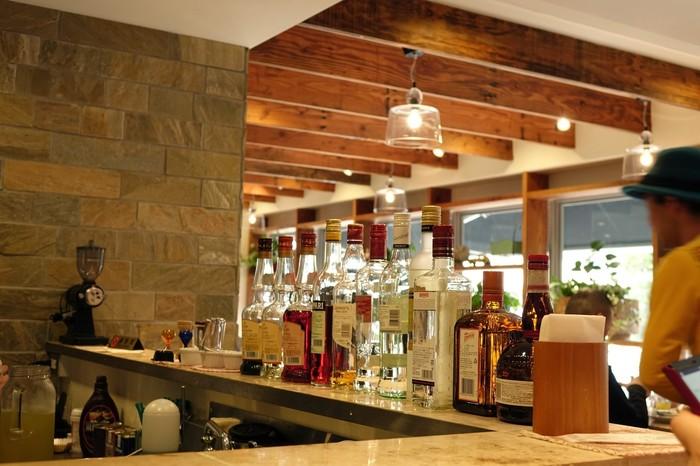 としまえん近くのおしゃれなお店。夜にアルコールを楽しむのにもよさそうな雰囲気がいい空間です。
