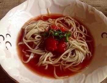 コース料理が1500円から満足いく量で提供されるというリーズナブルさ。トマトを使ったイタリアンのようなパスタもあり、古風な面と新しい顔が融合しています。