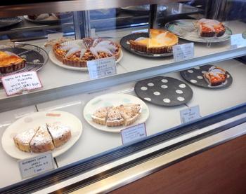 店内に並べられる焼き菓子の数々。