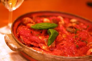 アクアパッツァを頂いた後は、イタリアンの定番リゾットの〆まで、そのまま土鍋で作れます。旨みたっぷりの魚介のスープを、最後まで堪能できる土鍋コースです。