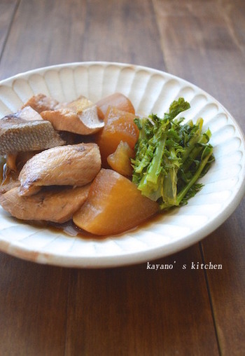 味の染みたぶり大根って美味しいですよね。難しそうな和食の煮物も、圧力鍋なら簡単に美味しく作れます。しかも、大根もやわらかく煮えて美味!味を良く染みこませるには、お鍋の圧が抜けるまでしばらく置いておくのがポイントです。