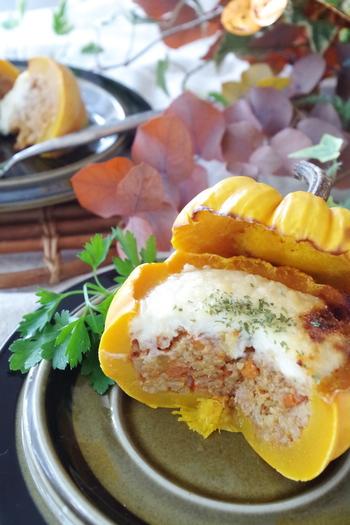 美味しくってゴージャス!かぼちゃを丸ごと使ったドリア!パーティーやちょっとした集まりの時に作ってみたいレシピです。丸ごと食べられるのでお腹も心も満たされそう♪