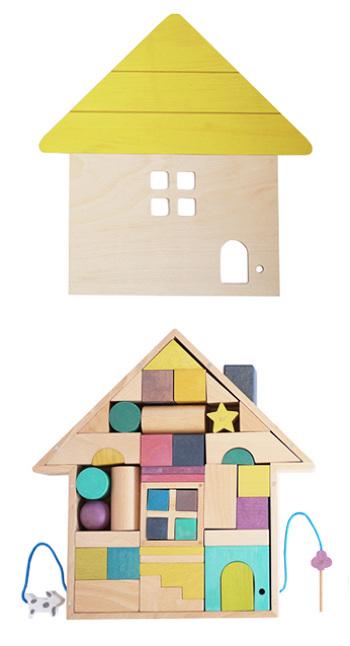 この積み木にはお家のケースがついていて、さまざまな形の41のピースがぴったりと収まります。お片付けまで遊び感覚で楽しめそうです。お家には鍵がついていたり、ドアのパーツが鈴入りだったり、楽しい仕掛けがいろいろ!ドールハウスのような感覚でごっこ遊びをしても楽しそうです。