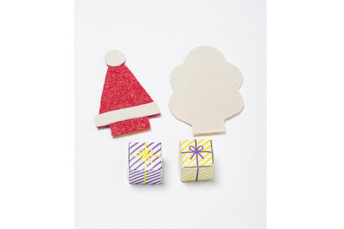 付属に、サンタクロースの帽子と、もくもく煙突の煙、そしてプレゼントボックスを作れるシートがついています。このおもちゃをどうやってより楽しくするかヒントを与えてくれるようなオプション。そのうち、子どもが自分で考えて、色んなオプションを作ってくれそうな気がします。