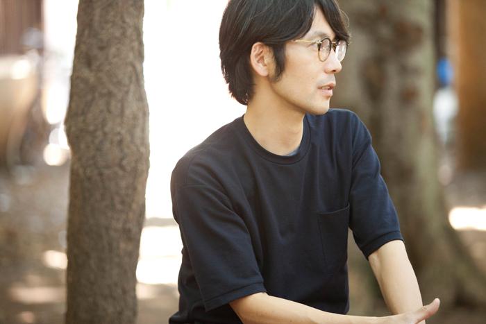 代表の名倉哲さん。今回は木漏れ日が射す中でインタビュー。会場の和やかな空気を感じながらお話を伺いました