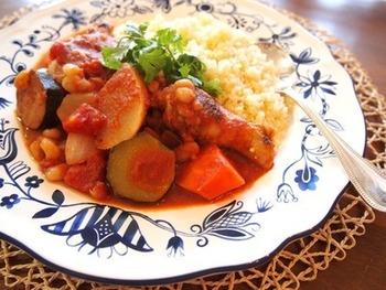 野菜やお肉の旨味たっぷりのスープを吸ったクスクスは最高です。やっぱり定番の食べ方は間違いなし!