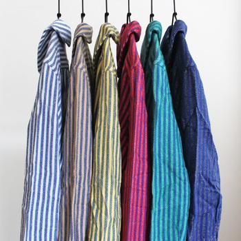 カラーはブルー×ホワイト、ブルー×ブルー、ブルー×グリーン、ブルー×レッド、ブルー×イエロー、ブルー×キャメルの6色。色違いで何枚か欲しいアイテムです。