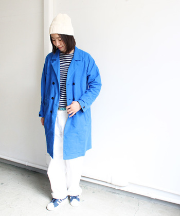 ブルーはマリン風に白とボーダーを合わせて。カラーはベージュ、ブルー、オリーブ、ブラックの着回しやすい4色です。