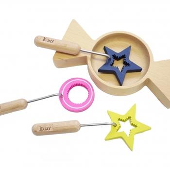 大阪弁のネーミングがユニークなこちらのおもちゃは、なんと木のシャボン玉セット。小さなお子さんだけでなく、女の子全般(大人も)ときめいてしまいそう。デザインの力で、シンプルな遊びが、より楽しく、おもしろく感じられるところが、すばらしいですね。