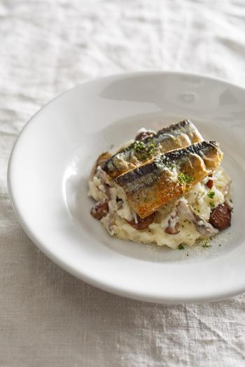 なんとも贅沢に旬の味覚をぎゅっと詰め込んだレシピです。和のイメージが強いさんまがイタリアンに変身なんて、とっても新鮮ですね。