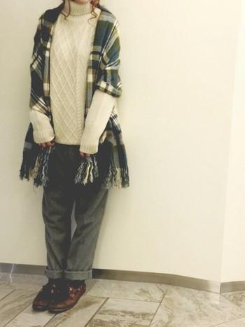 ちょっと肌寒い時はストールを広げて羽織ったり、ひざ掛け代わりにもなる便利アイテム。