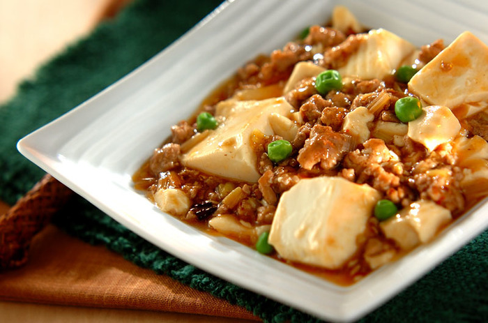 市販の素を使わなくても簡単に本格的な麻婆豆腐は作れます。辛さの調節ができるのもいいですね。