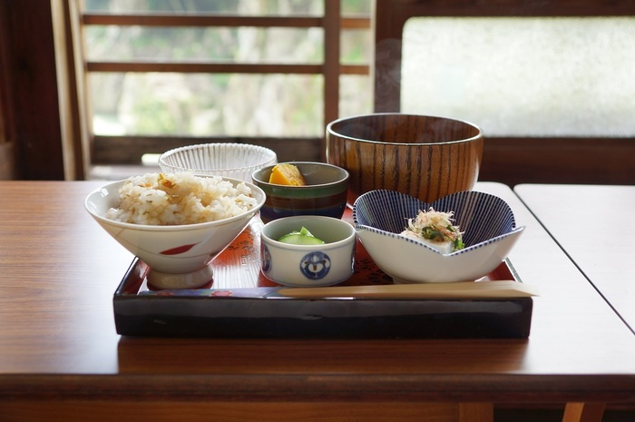 こちらは和食のランチセット。素材の味をいかした和食をクラシカルな雰囲気あふれる空間でいただいていると大正時代にタイムスリップしたかのよう。